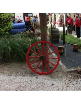 Location roue de charrette en bois