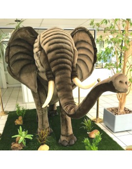 Grand éléphant en peluche