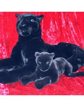 Panthère noire en peluche