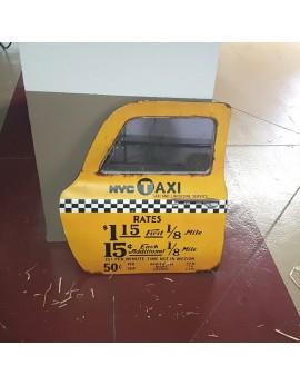 Porte de taxi jaune