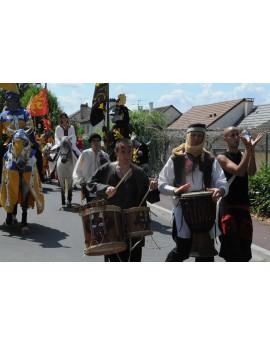 Orchestre médiéval avec baladins et ménestrels