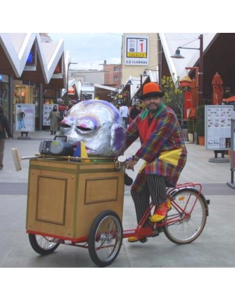 Clown et son triporteur sonorisé