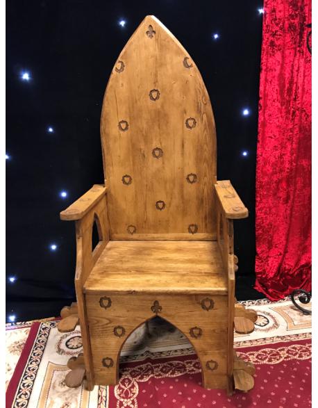 Trône médiéval en bois