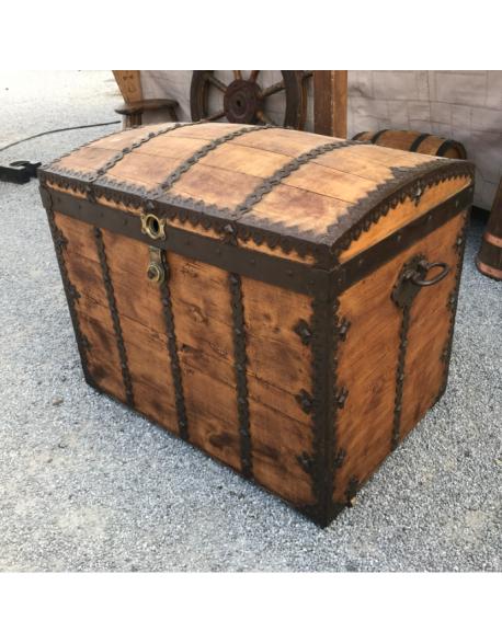 Grand coffre en bois