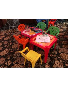 Petite table avec chaises enfants