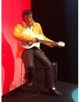 Statue Elvis Presley avec guitare