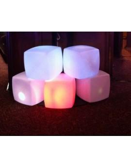 Location pouf ou cube lumineux